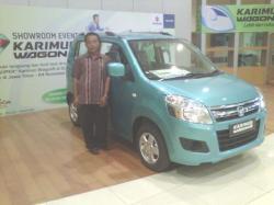 Sarponen Pemenang Mobil Gratis (Foto : Surya)