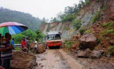 Permalink ke Tanah Tebing tak Stabil, Penyebab Jalur Tegalombo-Pacitan Sering Longsor